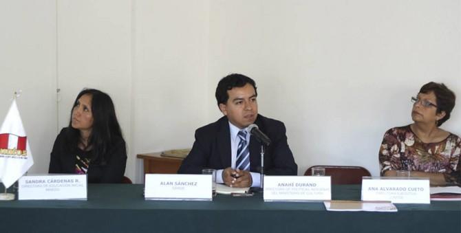 Sánchez presentó evidencia de Niños del Milenio sobre JUNTOS a sus funcionarios