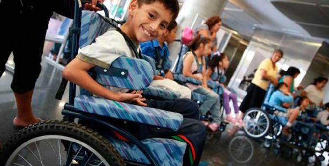 Todos los estudiantes con discapacidad deberían asistir a una escuela de educación básica regular